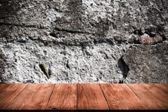 Detail einer Wand eines alten Steinhauses Ansicht vom dunklen woode Lizenzfreie Stockfotos