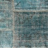 Detail eines alten blauen Patchworkteppichs Abschluss oben Lizenzfreies Stockbild