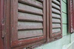 Detail eines alten Fensterfensterladens lizenzfreie stockfotos