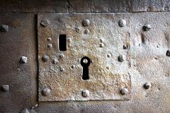 Detail eines alten mittelalterlichen Schlüssellochs Lizenzfreie Stockbilder