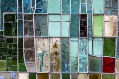 Detail eines befleckten bunten Fensters Abstrakter Beschaffenheitshintergrund stockfotografie
