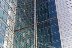 Detail eines Glas- Stahl-faï ¿ ½ ade des Geschäftsgebäudes in Warschau Lizenzfreie Stockfotos