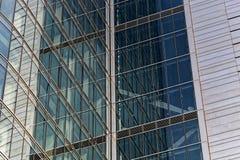 Detail eines Glas- Stahl-faï ¿ ½ ade des Geschäftsgebäudes in Warschau Lizenzfreie Stockfotografie