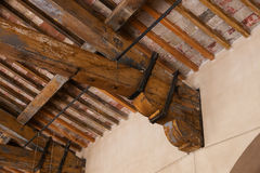 Detail eines hölzernen Dachbalkens Stockfoto