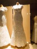 Detail eines Hochzeitskleides Stockbilder