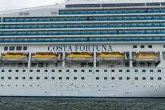 Detail eines Kreuzfahrtschiffs Costa Fortuna Stockbilder