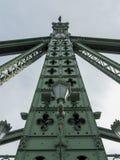 Detail eines Mastes auf Freiheitsbrücke in Budapest stockbild