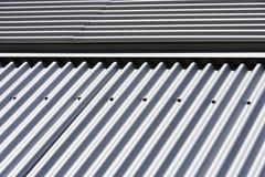 Detail eines Metallplattierten Gebäudes Stockbilder