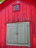 Detail eines roten hölzernen Hauses Lizenzfreies Stockbild
