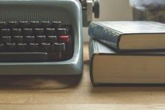Detail eines Verfasser ` s Schreibtisches Stockfoto