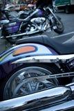 Detail glänzenden Chrome-Strahlrohrs und des Hinterrads der Kreuzer-Art Lizenzfreies Stockbild