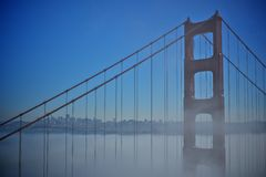Detail golden gate bridges mit dem Nebel Stockbild