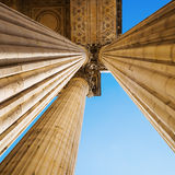 Detail mit Spalten des Pantheons in Paris Lizenzfreies Stockbild
