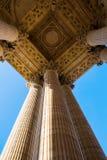 Detail mit Spalten des Pantheons in Paris Lizenzfreies Stockfoto
