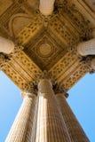 Detail mit Spalten des Pantheons in Paris Stockbild