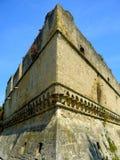 Detail-schwäbisches Schloss von Bari mit Baum Puglia lizenzfreie stockfotografie