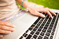 Detail shot of a woman using laptop Royalty Free Stock Photos
