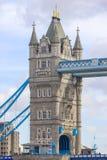 Detail van balken en toren op Torenbrug van de Zuidenbank Londen stock afbeeldingen