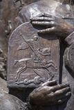 Detail van beeldhouwwerk Heilige George en de Draak in ivano-Frankivsk, de Oekraïne Heilige George wordt Zegevierend beschouwd al Royalty-vrije Stock Afbeeldingen