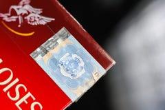 Detail van Belastingszegel op een Gauloises-sigaretpak Royalty-vrije Stock Foto's
