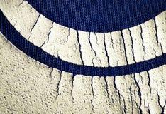 Detail van beschadigde kleur op blauwe textiel Stock Afbeeldingen