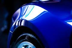 Detail van blauwe auto Stock Fotografie