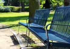 Detail van blauwe bank bij de lentepark Royalty-vrije Stock Foto