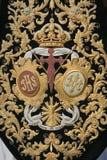 Detail van borduurwerk op donkergroen fluweel stock afbeelding