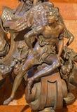 Detail van Bratislava van kaarshouder in barokke zijkapel van heilige John Almoner ontwierp door Georg Rafael Donner in kathedraal Stock Foto's