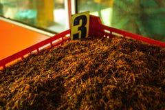 Detail van bulk de thee oranje pekoe van Ceylon bladeren die droog zijn stock afbeelding