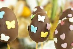 Detail van chocoladepaaseieren met gevormd hart en vlinder Royalty-vrije Stock Foto