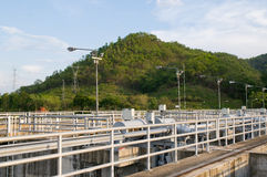 Detail van dam met krachtcentrale Stock Fotografie