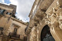 Detail van de buitenvoorgevel van een historisch barok paleis in Salento - Italië Royalty-vrije Stock Afbeelding