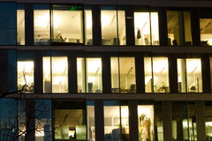 Detail van de bureaubouw vensters Stock Fotografie