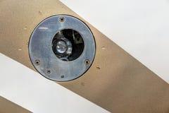 Detail van de gloeilamp van het vliegtuigenlichaam in gouden strook stock fotografie