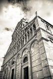 Detail van de kathedraalmening van Pisa van onderaan Royalty-vrije Stock Fotografie