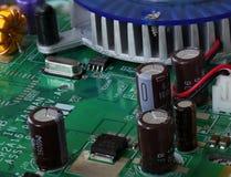 Detail van de kringen, de kabels en de raad binnen een cpu van een PC-computer stock afbeeldingen