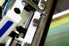 Detail van de machine van de serigrafiedruk in de workshop royalty-vrije stock foto