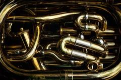 Detail van de messingspijpen van een tuba stock fotografie