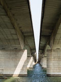 Detail van de pylonen van de brug Stock Fotografie