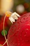 Detail van de rode bol van Kerstmis royalty-vrije stock afbeelding