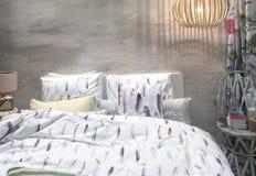 Detail van de slaapkamer van de plattelandsstijl Stock Foto