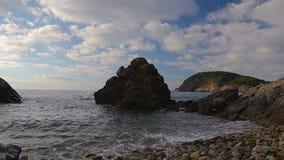 Detail van de Spaanse kust bij de zomer Catalonië, Costa Brava, tijdtijdspanne stock videobeelden