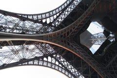 Detail van de toren van Eiffel van bodem Stock Afbeeldingen