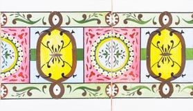 Detail van de traditionele tegels van voorgevel van oud huis Decoratieve tegels Valencian traditionele tegels Patroon 08 spanje Stock Foto's