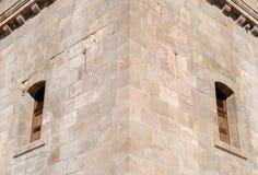 Detail van de twee zonnewijzers van watchtower van het Kasteel van Montjuic stock fotografie
