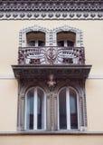 Detail van de vensters van een middeleeuws paleis in Italië Royalty-vrije Stock Afbeeldingen