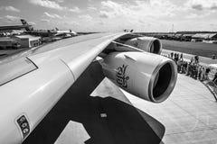 Detail van de vleugel en een omloopmotormotor Alliance GP7000 van vliegtuigenluchtbus A380 Stock Afbeeldingen