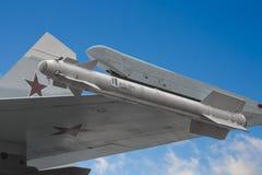 Detail van de vleugel van su-27 met munitie Royalty-vrije Stock Fotografie