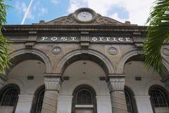 Detail van de voorgevel van het historische belangrijkste postkantoorgebouw in Haven Louis, het eiland van Mauritius royalty-vrije stock foto
